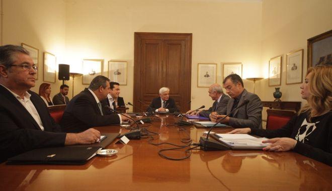 Συμβούλιο των πολιτικών αρχηγών υπό τον Πρόεδρο της Δημοκρατίας την Δευτέρα 6 Ιουλίου 2015.  (EUROKINISSI/ΓΙΩΡΓΟΣ ΚΟΝΤΑΡΙΝΗΣ)