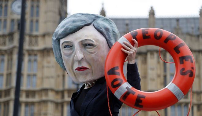 Η Τερέζα Μέι βρίσκεται αντιμέτωπη με μία ταπεινωτική ήττα στη Βουλή