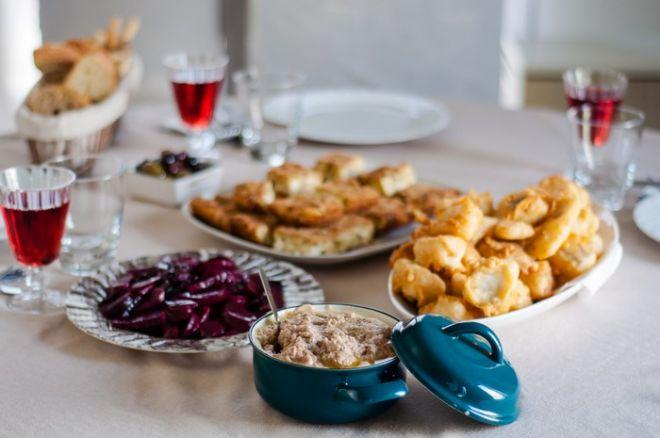 Eat Like A Greek: Δυο 'πρέσβειρες του φαγητού' μας κάνουν το τραπέζι της 25 Μαρτίου