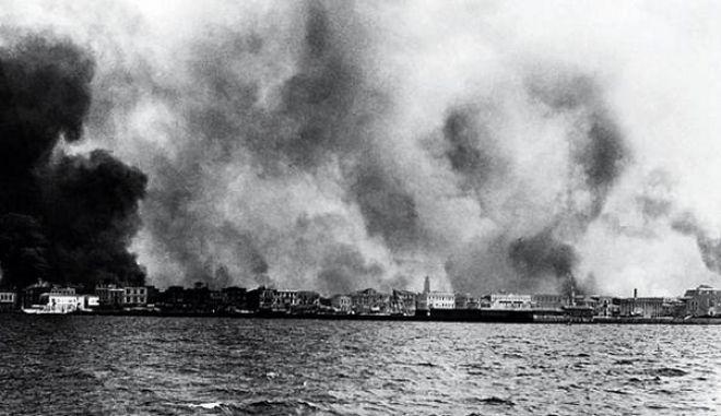 smirni Μαρτυρία 96χρονης που έζησε τη Σμύρνη να καίγεται: «Ο κόσμος έτρεχε στα πλοία να σωθεί. Τους έκοβαν τα χέρια και έπεφταν στη θάλασσα».