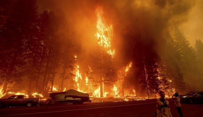 Πυρκαγιές στην Καλιφόρνια: 2.000 άνθρωποι εγκαταλείπουν τα σπίτια τους