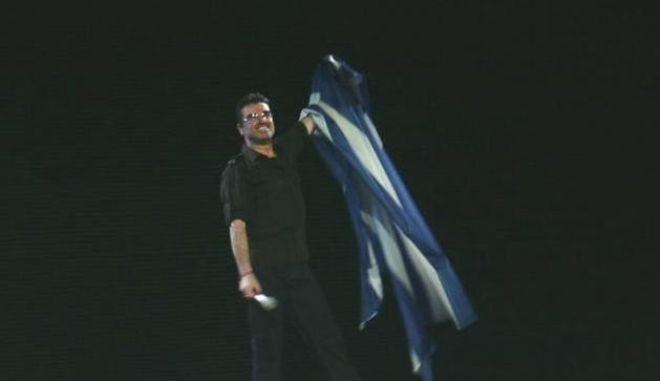 George Michael: Η συναυλία στο ΟΑΚΑ, αγκαλιά με την ελληνική σημαία