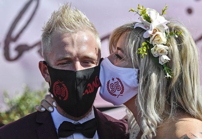 Φωτογράφιση με μάσκα...
