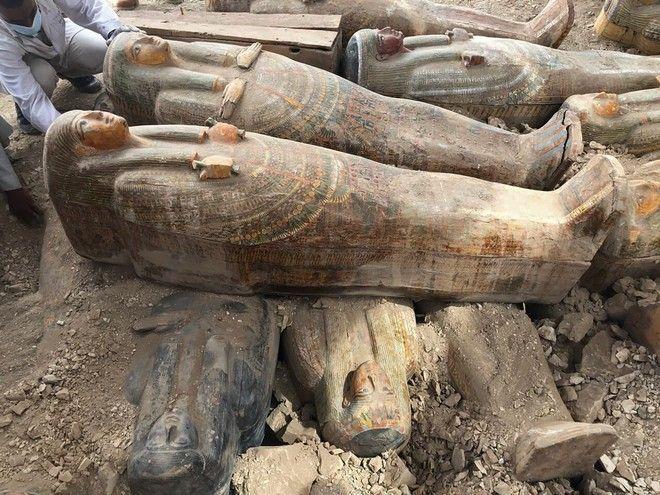 Εικόνα από τις σαρκοφάγους που βρέθηκαν στο Λούξορ