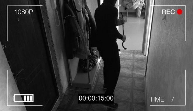 Ληστής φαίνεται σε κάμερα ασφαλείας (ΦΩΤΟ Αρχείου)