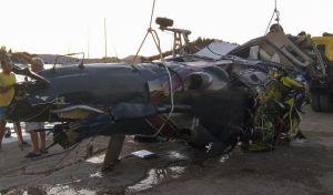 Ανέλκυση του ελικοπτέρου που κατέπεσε στην θαλάσσια περιοχή μεταξύ Πόρου και Γαλατά