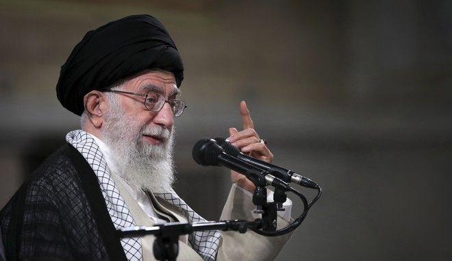 Ο ανώτατος θρησκευτικός ηγέτης του Ιράν, αγιατολάχ Αλί Χαμενεΐ σε ομιλία του στη Τεχεράνη