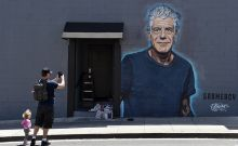 Γκράφιτι αφιέρωμα στον Άντονι Μπουρντέν στο Λος Άντζελες
