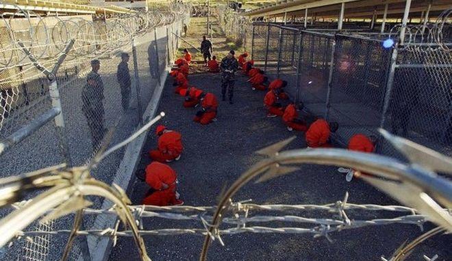 Αξιωματικός της ΜI5: Το Λονδίνο γνώριζε για τα βασανιστήρια στο Γκουαντάναμο