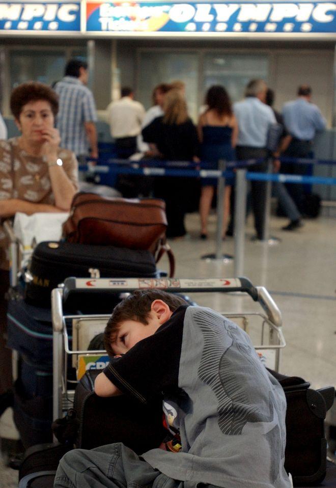 Στιγμιότυπο από το διεθνές αεροδρόμιο της Αθήνας τον Ιούνιο του 2005 σε απεργία των εργαζομένων της Ολυμπιακής
