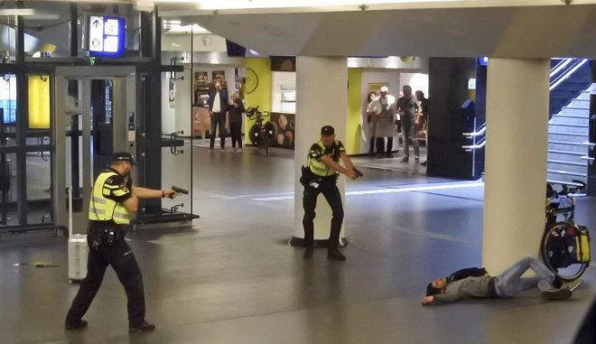 """Οι """"προσβολές"""" στο Ισλάμ το κίνητρο του δράστη της επίθεσης στο Άμστερνταμ"""