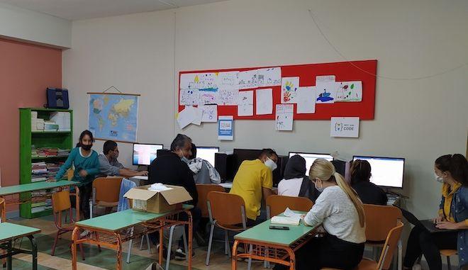 Πρόσφυγες μαθητές στην Ελλάδα κατέκτησαν την πρώτη θέση σε πανευρωπαϊκό διαγωνισμό τεχνολογίας