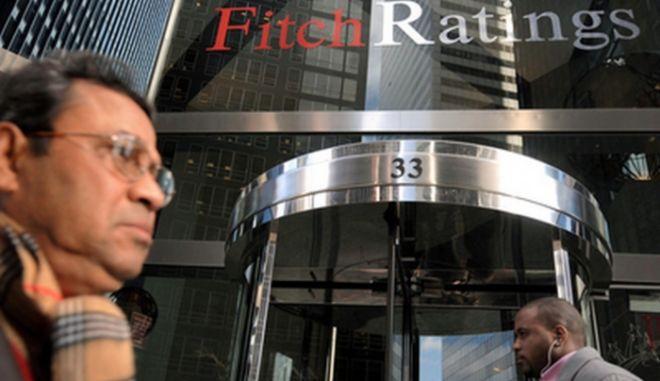 Fitch: Η αβεβαιότητα για τις ελληνικές τράπεζες παραμένει