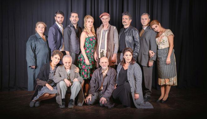 """Ο Σωτήρης Χατζάκης στήνει τη """"Συνοικία το όνειρο"""" στο Γυάλινο Μουσικό Θέατρο"""