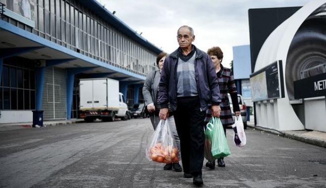 Independent: Η πληγή από το ελληνικό χρέος δεν είναι μόνο οικονομική, είναι και ανθρωπιστική