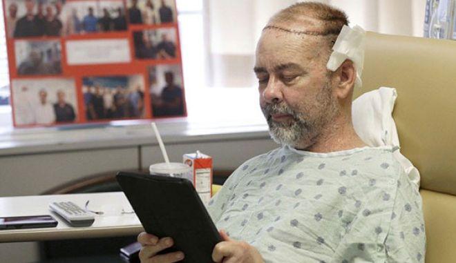 O πρώτος άνθρωπος με μεταμόσχευση του άνω τμήματος της κεφαλής