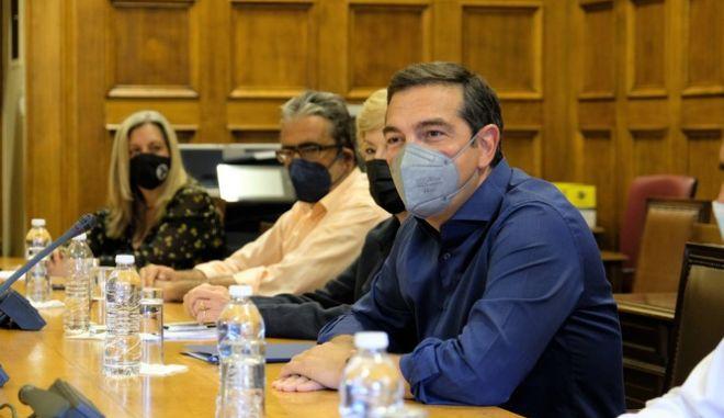 Τσίπρας: Η Μενδώνη απολύει όσους συνέβαλαν στην κάθαρση στο Ταμείο Αλληλοβοήθειας