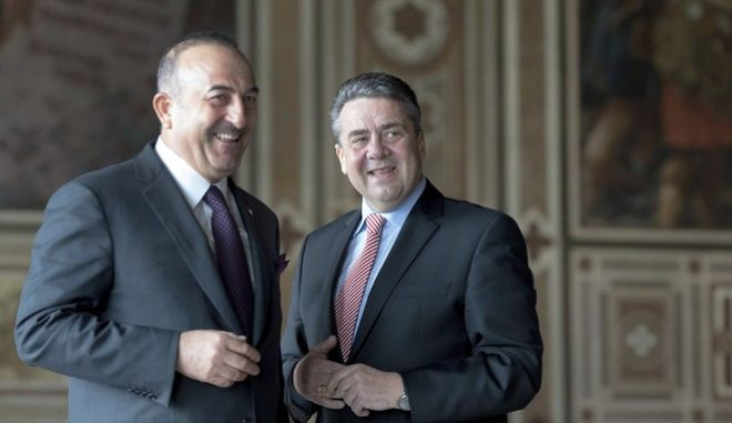 German foreign minister Sigmar Gabriel, right, and  his Turkish counterpart Mevlut Cavusoglu  smile prior to a statement in Goslar, Germany, Saturday, Jan. 6, 2018. The German and Turkish foreign ministers are taking small steps toward restoring friendlier relations after more than a year of tension between their countries. But they are making clear that differences remain. (Swen Pfoertner/dpa via AP)