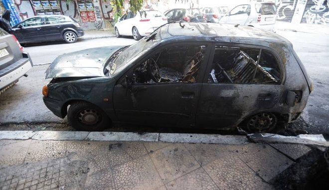 Πυρκαγιά σε αυτοκίνητο - φωτογραφία αρχείου