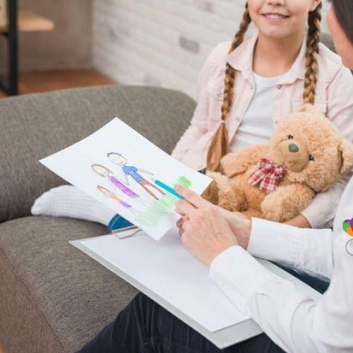 Μαζί για το Παιδί: Πώς η Συμβουλευτική Γραμμή 115 25 βοηθά τους γονείς