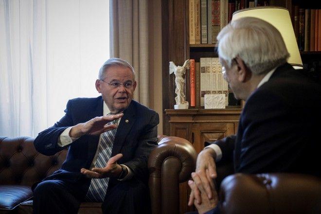 Στιγμιότυπο από τη συνάντηση Παυλόπουλου - Μενέντεζ