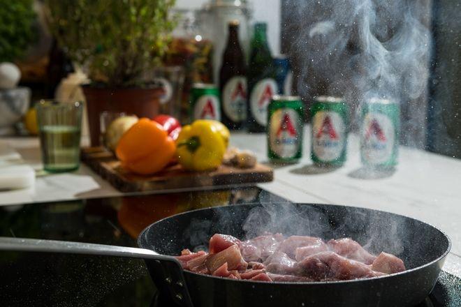 Το καλοκαίρι των meat lovers χρειάζεται την απόλυτη χοιρινή τηγανιά