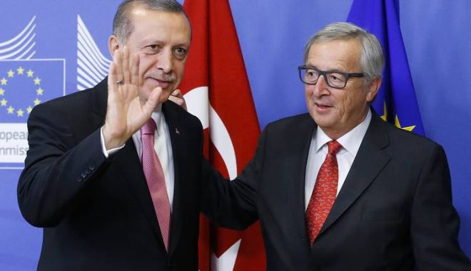 Der Spiegel: Ο Γιούνκερ μαγειρεύει υπέρ της Τουρκίας τα στοιχεία για τους πρόσφυγες
