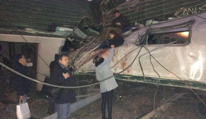 Εκτροχιασμός τρένου στο Μιλάνο: Τουλάχιστον τέσσερις νεκροί - Πάνω από 100 τραυματίες