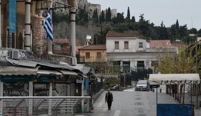 Στιγμιότυπο από την άδεια Αθήνα