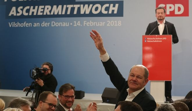 The acting chairman of the Social Democratic Party SPD Olaf Scholz waves when attending the Ash Wednesday rally of his party in Vilshofen, southern Germany, Wednesday, Feb. 14,  2018. (Karl-Josef Hildenbrand/dpa via AP)