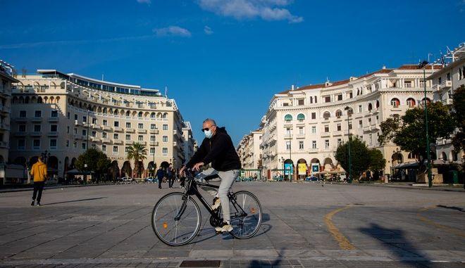 Περαιτέρω αυστηροποίηση του lockdown στην Θεσσαλονίκη.