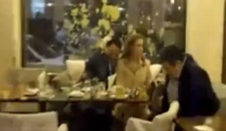 Όταν ο Άδωνις Γεωργιάδης και ο Χάρης Τομπούλογλου έτρωγαν μαζί ...γιαούρτια στη Νέα Φιλαδέλφεια!