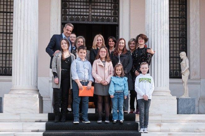 Συνάντηση του πρωθυπουργού Κυριάκου Μητσοτάκη με παιδιά που νίκησαν τον καρκίνο