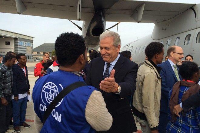 Στη Ρώμη ο Αβραμόπουλος για την αναχώρηση της πρώτης πτήσης με πρόσφυγες που μετεγκαθίσταται στη Σουηδία