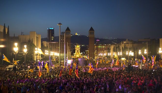 Thousands of people cheer and wave esteledas, or Catalonia independence flags, during the 'Yes' vote closing campaign in Barcelona, Spain, Friday, Sept. 29, 2017. Catalonia's planned referendum on secession is due be held Sunday by the pro-independence Catalan government but Spain's government calls the vote illegal, since it violates the constitution, and the country's Constitutional Court has ordered it suspended. (AP Photo/Francisco Seco)