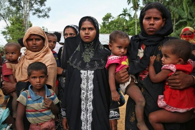 Members of Myanmar's Muslim Rohingya ethnic minority wait to enter the Kutupalong makeshift refugee camp in Cox's Bazar, Bangladesh, Monday, Aug. 28, 2017. Violence in Myanmar's western Rakhine state has driven thousands of ethnic Rohingya Muslims fleeing toward Bangladesh for safety, along with a smaller exodus of ethnic Rakhine Buddhists. (AP Photo/Mushfiqul Alam)