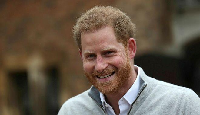 Ο πρίγκιπας Χάρι ανακοινώνει την γέννηση του παιδιού του