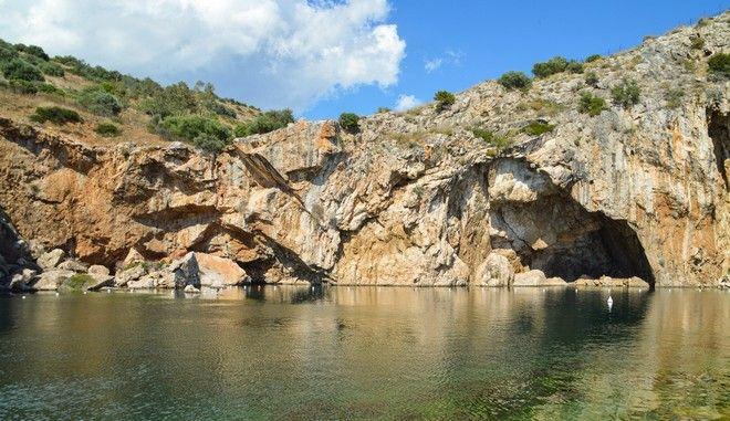 Λίμνη Βουλιαγμένης: Το κρυμμένο μυστικό, οι μύθοι του σπηλαίου και ο Χατζηδάκις