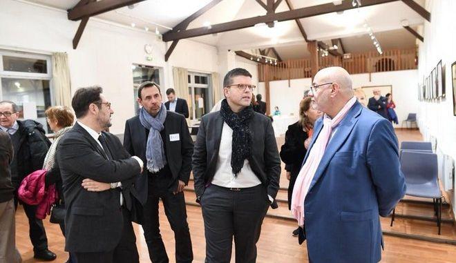 Λικ Καρβουνά: Ένας Έλληνας υποψήφιος για την ηγεσία των Γάλλων Σοσιαλιστών