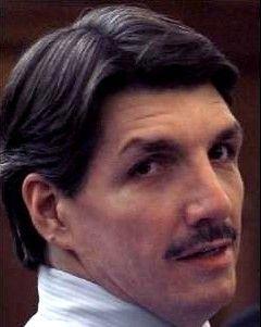 Μηχανή του Χρόνου: Ο δολοφόνος των φαστ φουντ που ήθελε να γίνει τραγουδιστής