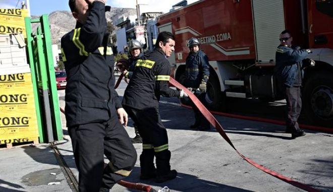 Τραγωδία στο Μοσχάτο: Ένας νεκρός και δύο τραυματίες από φωτιά σε διαμέρισμα