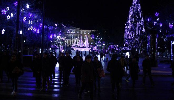 ΑΘΗΝΑ- ΣΥΝΤΑΓΜΑ-ΧΡΙΣΤΟΥΓΕΝΝΑ 2013.(EUROKINISSI-ΓΙΩΡΓΟΣ ΚΟΝΤΑΡΙΝΗΣ)