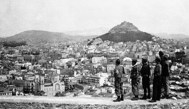 Βρετανοί μπαίνουν στην Αθήνα στις 13 Οκτωβρίου του 1944