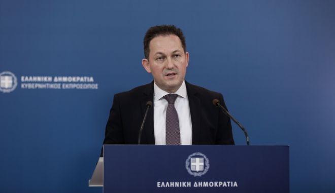 Ενημέρωση των πολιτικών συντακτών από τον υφυπουργό παρά τω Πρωθυπουργώ και Κυβερνητικό Εκπρόσωπο, Στέλιο Πέτσα