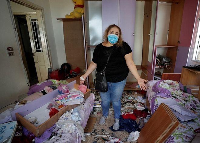 Ακόμα δεν μπορεί να πιστέψει η Mona Al Chami την καταστροφή που προκλήθηκε στο διαμέρισμά της.