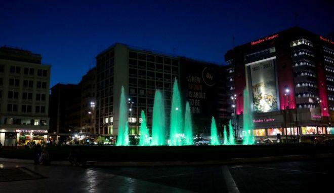 """Παναθηναϊκός: """"Ντύθηκε"""" στα πράσινα η Ομόνοια - Φωταγωγήθηκε για τα 50 χρόνια από το Γουέμπλεϊ"""