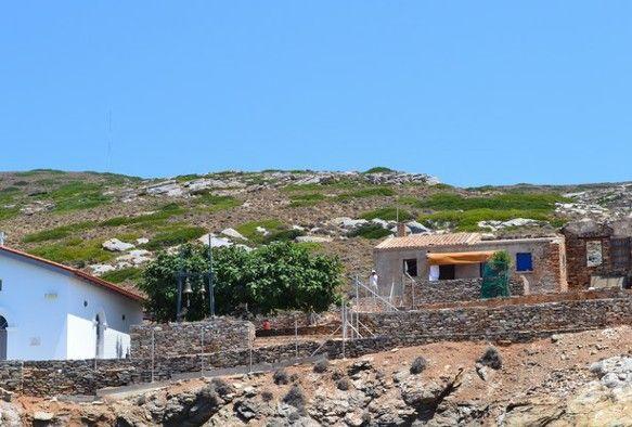 Αυθαίρετα στη Μακρόνησο