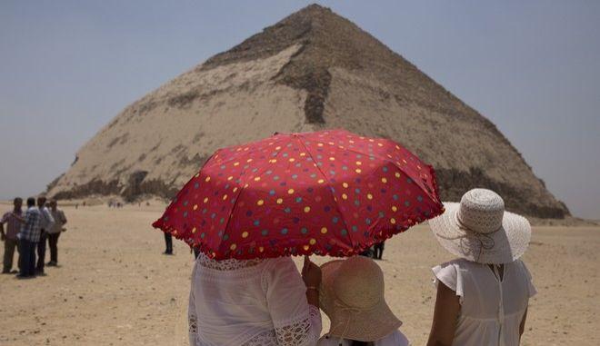 Εικόνα από την πυραμίδα για τον φαραώ Σνεφρού στο Νταχσούρ της Αιγύπτου που άνοιξε για το κοινό για πρώτη φορά από το 1965