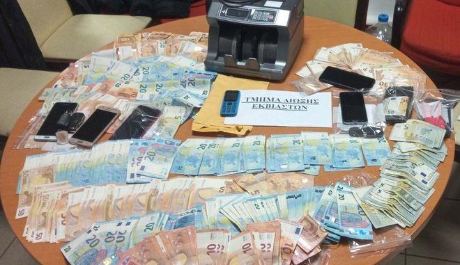 Κύκλωμα εκβίαζε καταστήματα, έστηνε αγώνες και παράνομο στοιχηματισμό στη Β. Ελλάδα