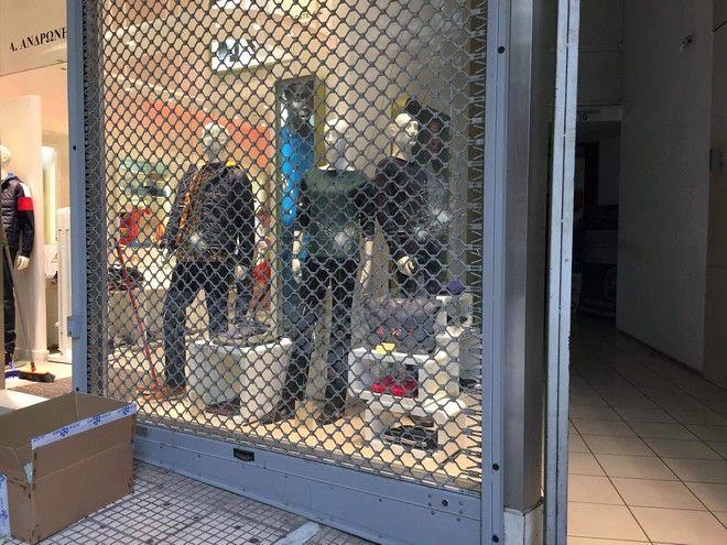 Φθορές σε καταστήματα στην πλατεία Κάνιγγος